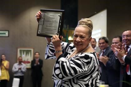 Homenaje a empresaria Sandra López Benavides en Septiembre del 2015 como fundadora de la industria zapatera en Jalisco